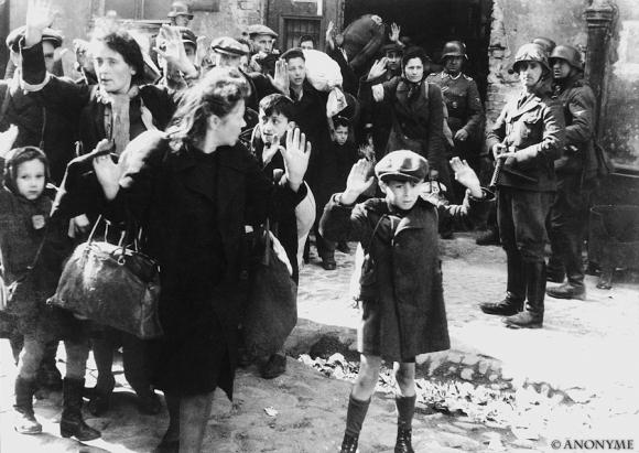Ghetto de Varsovie, 1943, et ce n'est pas une photo de commande...