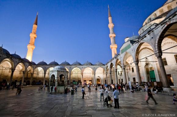 Cour de la Mosquée bleue, Istanbul, août 2013.
